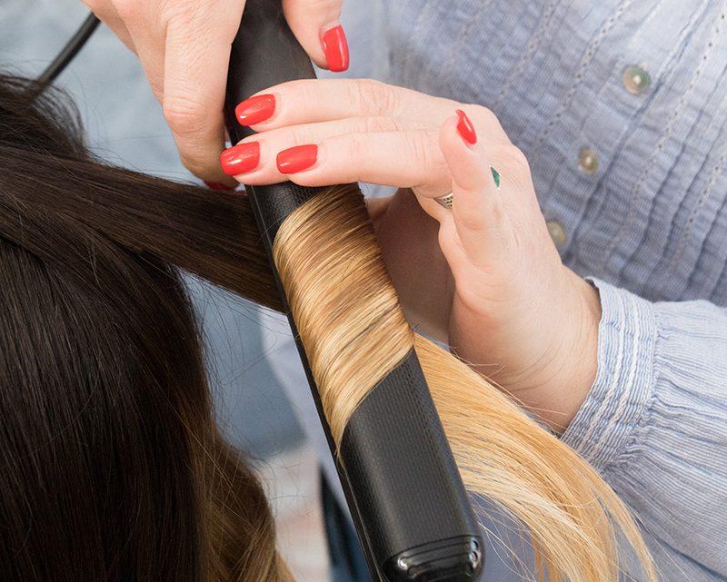 Comment boucler ses cheveux avec un lisseur boucleur?